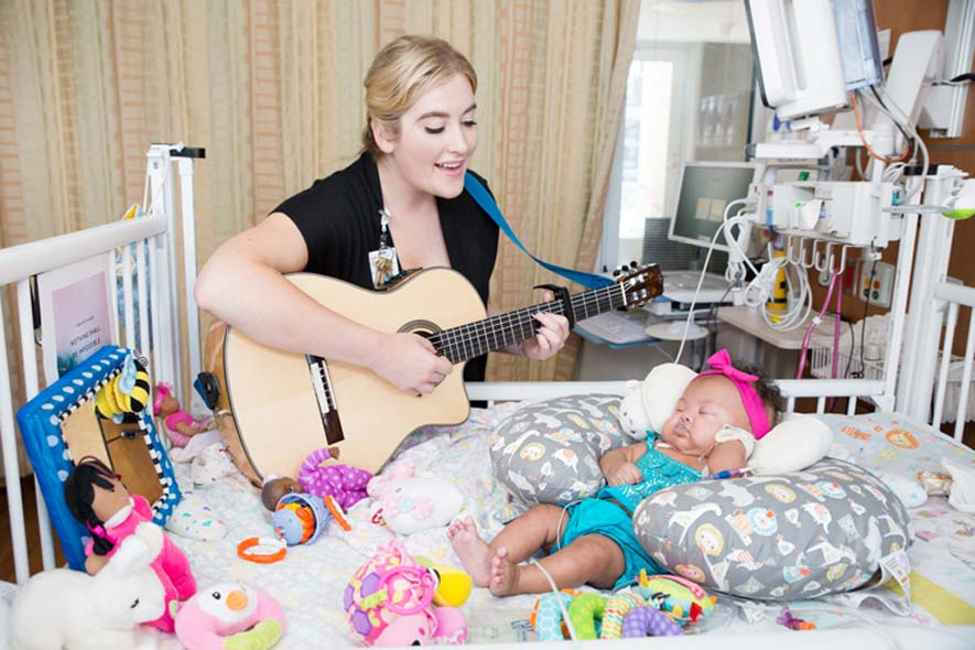23_CHOC_Children_s_music_therapist_and_NICU_patient