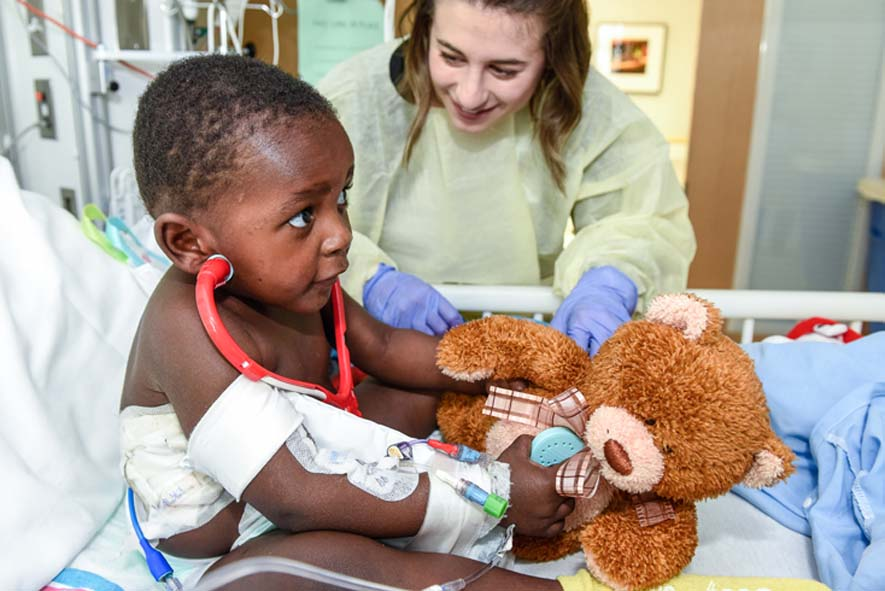 4_Oishei_Childrens_Hospital_Boy_w_Bear